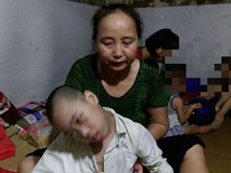 Ai cũng khóc trước câu chuyện người phụ nữ 61 tuổi nuôi con người khác 11 năm!