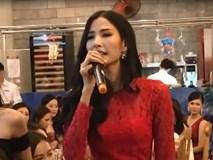 Hoàng Thùy bất ngờ khoe giọng hát đầy nội lực tại Hoa hậu Hoàn vũ Việt Nam 2017