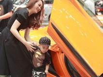 Vợ chồng Ngọc Thạch đi siêu xe 16 tỷ đồng làm xôn xao cả dãy phố