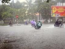 Áp thấp nhiệt đới có thể mạnh lên thành bão, Thanh Hóa đến Quảng Ngãi mưa trắng trời