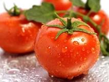 Độc chiêu lột xác da đen nhẻm hóa trắng bóc nhờ 3 quả cà chua