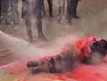Clip: Chú rể bị thương nghiêm trọng khi rước dâu vì bị mọi người trói vào cột cùng bánh pháo rồi châm lửa đốt