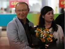 HLV Park Hang Seo tới Việt Nam, vẫy tay chào người hâm mộ
