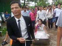 Dù mưa ngập nhưng chú rể Nam Định vẫn hạnh phúc lội nước, kéo thuyền hoa đi đón dâu