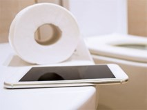 Like Facebook trong nhà vệ sinh có thể chịu kết thảm