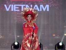 """Clip: Huyền My mặc quốc phục hoành tráng, tỏa sáng trên sân khấu """"Miss Grand International 2017"""""""