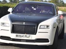 Lukaku khoe siêu xe trên đường đến sân tập