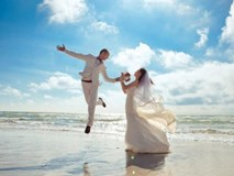"""Chết cười cách nhiếp ảnh gia tạo ra những bức ảnh cưới đẹp """"kinh thiên động địa"""""""