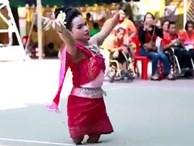 Cô gái không chân biểu diễn như vũ công chuyên nghiệp