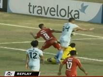 Thủ môn người Indonesia qua đời sau pha va chạm trên sân