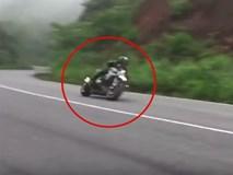 Clip nam thanh niên chạy xe PKL mất lái lao xuống sườn đèo Bảo Lộc sau màn ôm cua tốc độ cao khiến nhiều người thót tim
