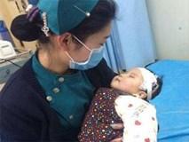 Chuyện mẹ bầu giận gia đình, cùng con gái 2 tuổi uống thuốc diệt cỏ tự tử qua lời kể bác sĩ cấp cứu