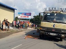 Tai nạn đau lòng: Tránh chó chạy rông, gia đình 4 người thương vong dưới bánh xe tải
