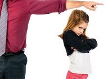 Những thói quen của bố mẹ tưởng tốt lại khiến trẻ trở nên khó dạy và xấu tính