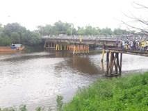 Thanh niên sảy chân rơi sông khi đứng xem tìm kiếm thi thể nhảy cầu