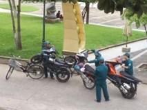 Chỉ 1 xe đạp cũng có thể 'hốt' 3 xe tay ga khóa cổ lên phường