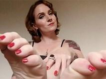 Cô gái kiếm gần 2 tỷ đồng/năm nhờ việc chụp hình bàn chân đăng lên mạng