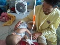 Nước mắt người cha ở bên ngoài phòng cấp cứu Bệnh viện K