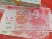Mang 350 triệu đồng đi gửi ngân hàng, cụ ông bàng hoàng mở ra toàn tiền âm phủ