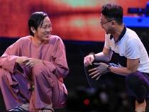Hoài Linh ngồi bệt hát 'Hàn Mặc Tử' trên sân khấu Hà Nội