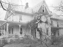 Kỳ án tại nhà số 510: Cả nhà người chết thảm, kẻ mất tích bí ẩn và bó hoa lạ trên mộ người quá cố