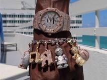 Mayweather khoe trang sức 'độc' trong lần trở lại