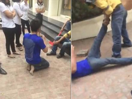 Tên trộm xe máy bị chuột rút sau thời gian dài phải quỳ gối xin lỗi, người dân giúp xoa bóp chân rồi cho đi