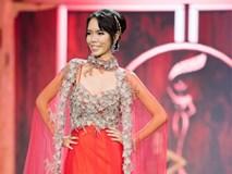 Catwalk tiến bộ, 'Lan Khuê phiên bản lỗi' vẫn bị chìm nghỉm trong bán kết Miss Grand 2017