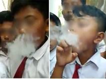 """Clip: Học sinh tiểu học chuyền tay nhau """"chơi"""" thuốc lá điện tử khiến cư dân mạng dậy sóng"""
