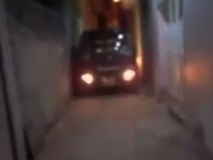 Độc chiêu đưa ô tô vào nhà trong ngõ rộng chỉ 2m ở Hà Nội