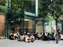 Hàng chục người Việt đến Apple Store trước 3 ngày để mua iPhone X