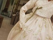 Những hình ảnh đầu tiên về 2 chiếc váy cưới cực hoành tráng của Song Hye Kyo!