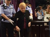 Cả phiên tòa chết lặng khi nghe lý do bà mẹ 83 tuổi siết cổ con đến chết