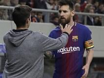 Fan cuồng lẻn vào sân để xin chụp ảnh và ôm Messi