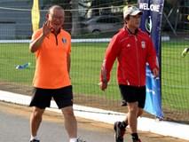 HLV Park Hang Seo túc tắc tập thể dục, cử trợ lý quan sát U19 Việt Nam