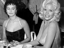 """Sự thật đằng sau bức ảnh nổi tiếng cô đào Sophia Loren liếc nhìn """"vòng một"""" của nữ đồng nghiệp"""