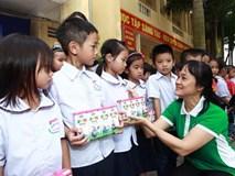 Vinamilk hỗ trợ 400 triệu đồng người dân vùng lũ Hà Nội