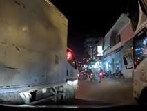 3 tài xế xe tải hung hăng chặn đường hăm dọa, đòi đánh người lái ô tô Grab