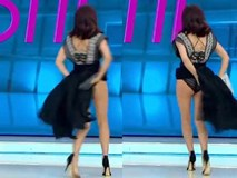 """Pha tốc váy """"khó đỡ"""" trên sóng quốc gia của nữ MC xinh đẹp"""