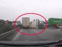 """Hơn thua từng mét đường, tài xế """"chuốc oán"""" với xe container đang xin đường"""