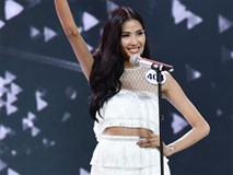 Tranh cãi vì bán kết Hoa hậu Hoàn vũ Việt Nam tổ chức ngày bão lớn