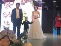 Cậu bé 4 tuổi làm đám cưới với mẹ ruột và nguyên nhân phía sau khiến triệu người xúc động