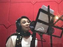 """Chuyện không thể ngờ: Hit """"Em gái mưa"""" được NSND Bạch Tuyết cover phiên bản cải lương không thể chuẩn hơn"""