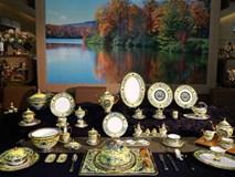 Cận cảnh bộ bàn ăn dát vàng phục vụ APEC