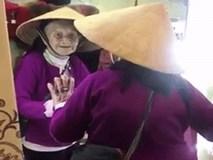 Bật cười với đoạn video cụ bà 103 tuổi tự nói chuyện với mình trong gương nhưng rồi ai cũng lại cảm thấy xúc động, xót xa