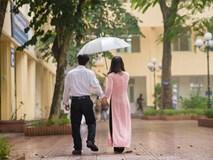 Bố nắm tay con gái trong mưa, bộ ảnh độc và xúc động nhất mùa kỷ yếu năm nay