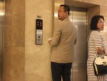 Muốn giải đáp thắc mắc dư luận nhưng Võ Việt Chung lại bỏ về, không cho phóng viên chụp ảnh tác nghiệp