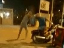 Xảy ra tranh cãi, vợ cầm gạch đập vào đầu chồng ngay trước mặt con trai
