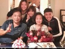 Mẹ Trấn Thành xúc động khi con dâu Hari Won tổ chức sinh nhật bất ngờ