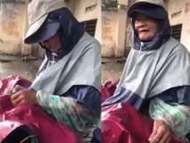 Cụ ông 85 tuổi nghèo khổ bán bánh dạo nuôi 2 con gái câm điếc